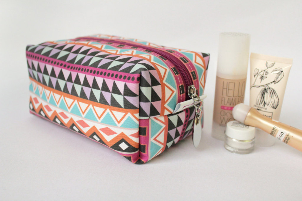 Mojito toiletries case with waterproof lining by PuntoBelle