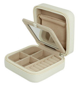 Jewelry stays put when packed in this travel-sized zipper-sealing box: Mele & Co Jewelry Box - bit.ly/1kRxkrA