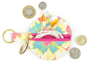 Keep track of loose change with Punto Belle's adorable coin purses (they double as earbud holders, too!) - etsy.me/1HUGZTg