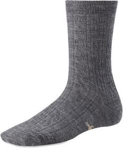 Stylish Travel Girl's Holiday Gift List: SmartWool Moisture-Wicking Wool Socks || http://bit.ly/1MuhptU